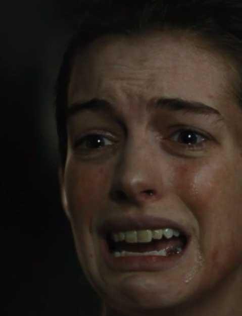 """Anne Hathaway luce su belleza en premiere de """"Colosal"""""""